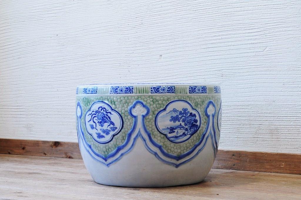 両親が使っていた古道具の瀬戸火鉢。