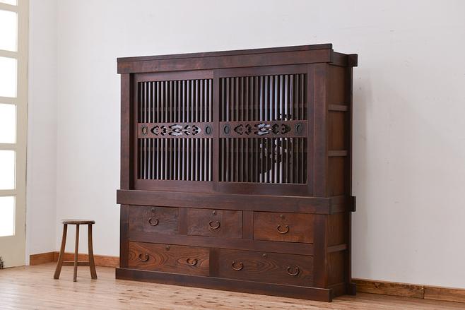 古蔵の解体で手放した古家具の収納箪笥(関西水屋箪笥)。