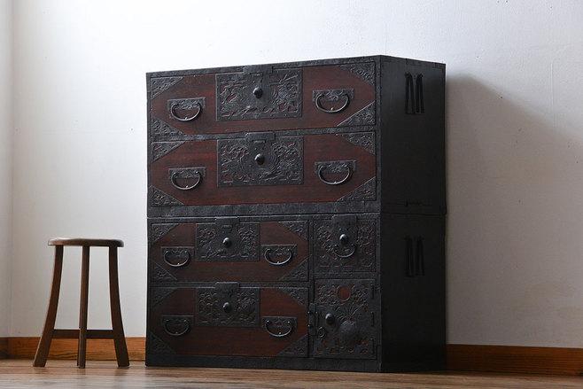 改装予定のお宅にあった古家具の二段重ね箪笥。