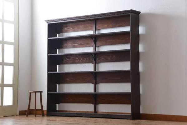 書斎にある本の整理で不要となった古家具の本棚。