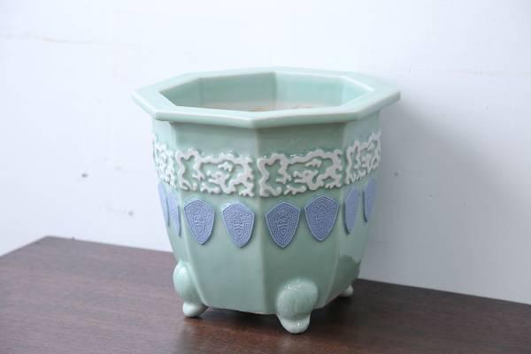 古い洋刻青磁植木鉢。