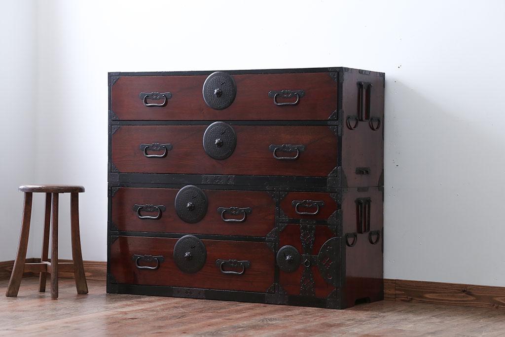 業態転換で不要となった古家具の和箪笥。