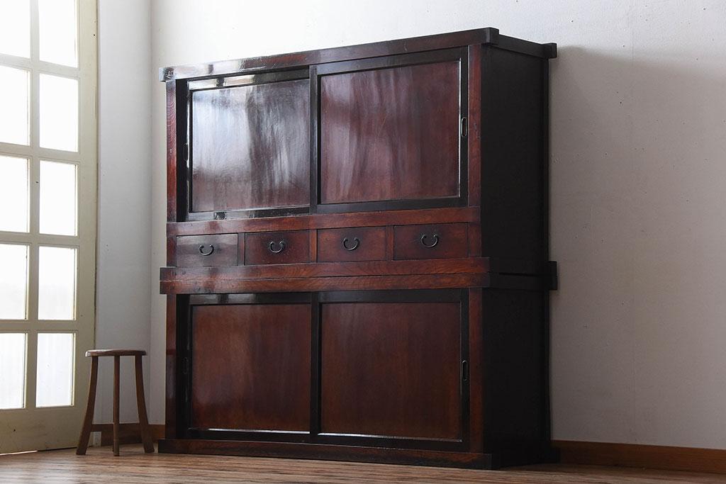 母方の実家から譲り受けた古家具の大きな箪笥。