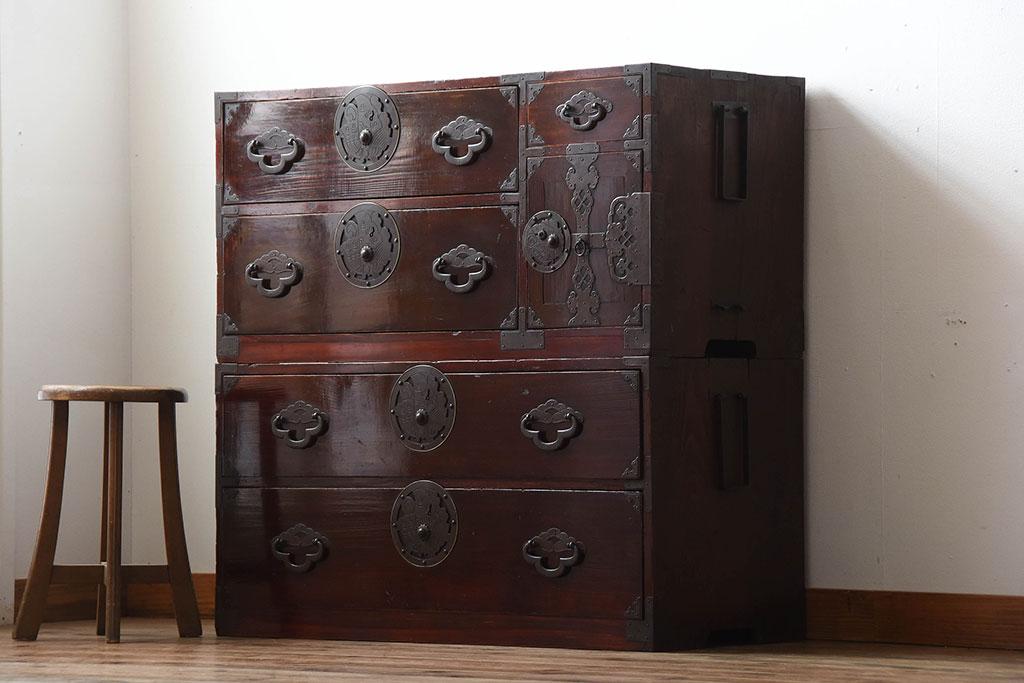 実家の蔵整理で見つかった古家具の箪笥(米沢箪笥)。
