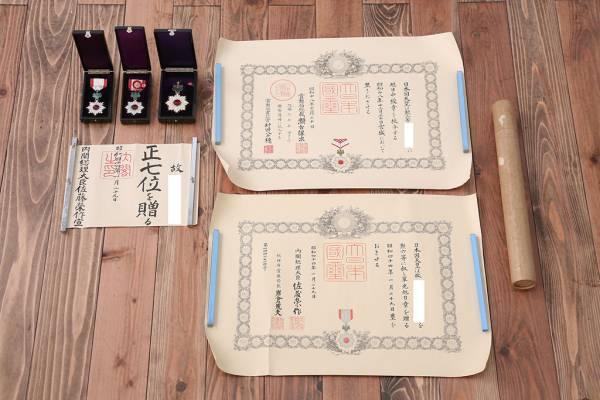 古道具の勲章など家族が興味を持たない収集品。