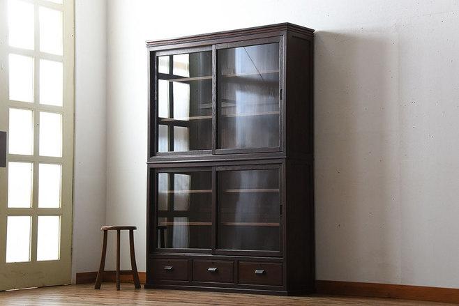 趣味の古家具から大正ロマンの重ね戸棚。
