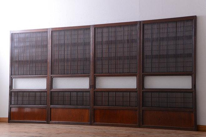 模様替えで手放す古家具のデザインガラス入り格子戸。