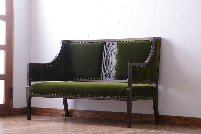 別荘で使っていた大正時代のソファなど趣味の古家具。