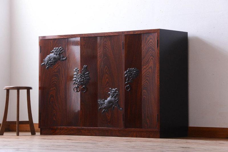 家具の買い換えで使わなくなった仙台箪笥(現代工芸品)。