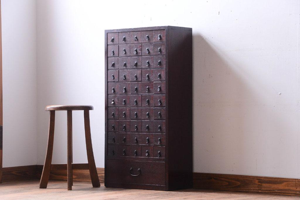 骨董市で見つけた古家具の小ぶりなアンティーク薬タンス。