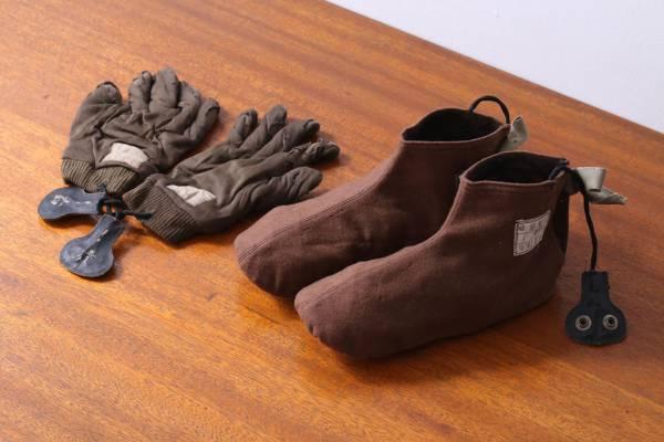 母の遺品整理で見つけた旧日本軍の手袋・足袋。