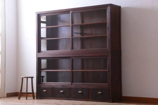 お店で使っていた古家具の収納棚(店舗什器)。