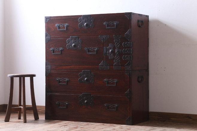 空き家の実家で使っていた古家具の箪笥。