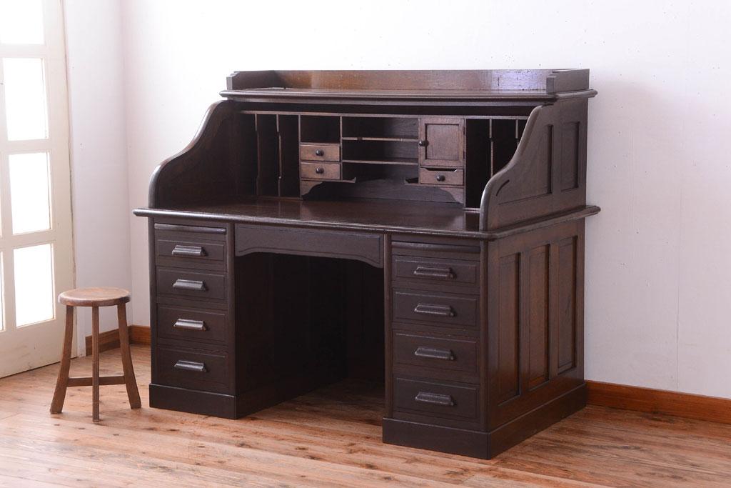 引っ越しで不要になった古家具の大きな机。