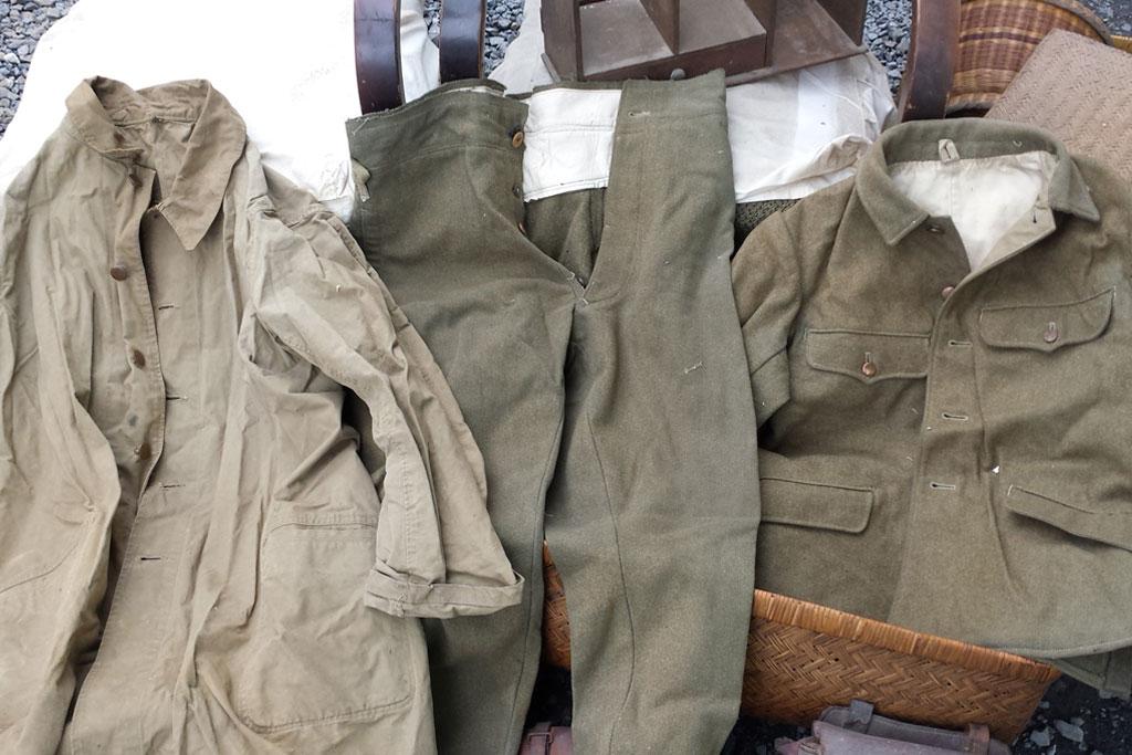 蔵の解体で軍服など買取いたしました。。